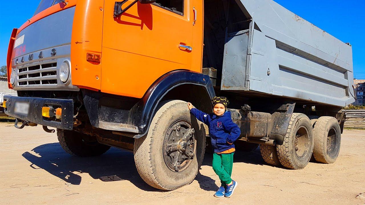 O caminhão grande quebrou - Dima conserta o pneu
