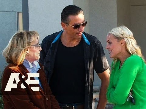 Storage Wars: Texas: Jenny Brings Her Mom To An Auction  A&E