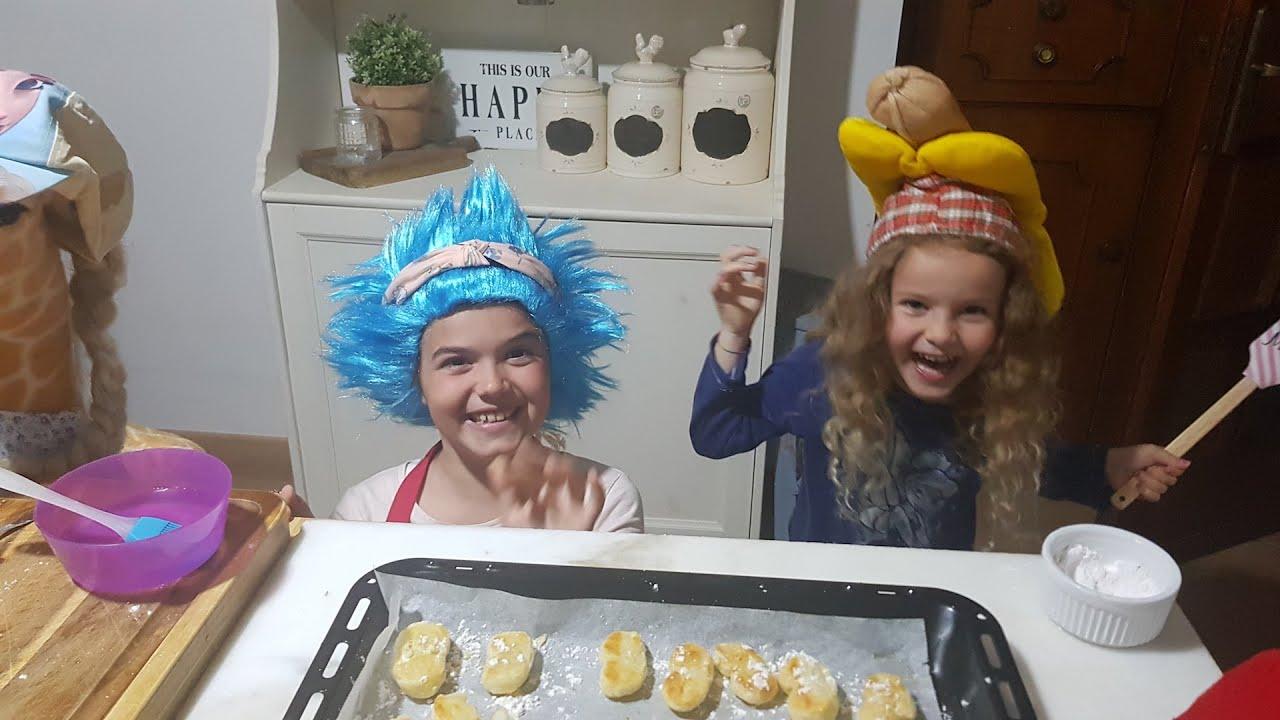 Ricette In Inglese Per Bambini.Impariamo L Inglese Ricette In Cucina Con I Bimbi I Nostri Biscotti Me The Middle One Youtube