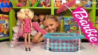 Кукла Барби. Ярослава распаковывает новую куклу. Бассейн для Барби. Видео для детей. Tiki Taki Kids(, 2016-03-24T09:07:08.000Z)
