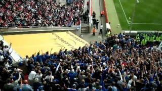 Repeat youtube video Schalker Lässt sich von ultras Gelsenkirchen in köln feiern