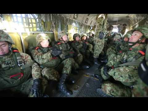 陸上自衛隊「第1空挺団」降下訓練