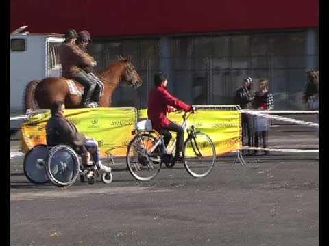 Barre de remorquage pour fauteuil roulant youtube - Fauteuil roulant chenille ...