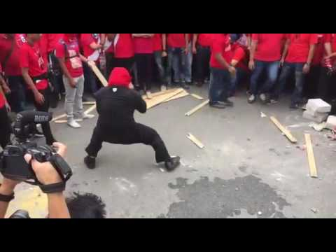 Red Shirt protesters demonstrate their fighting skills outside Malaysiakini's office