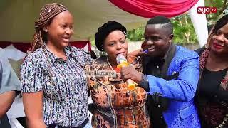 HD VIDEO: MC PILIPILI AKIMTAMBULISHA MKE WAKE MTARAJIWA MBELE YA DC MJEMA