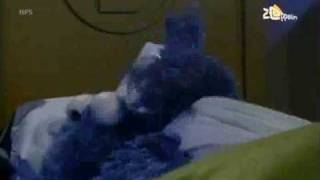 Bert en Ernie - Koekiemonster blijft logeren (deel 1)