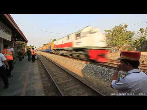 TRAIN AT SPEED INDONESIA : Surprise After Gaya Baru Train Passed! :D
