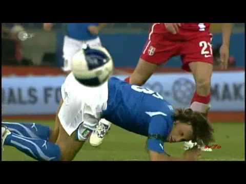 Italien vs Serbien - Hooligans sorgen für Abbruch (EURO 2012)