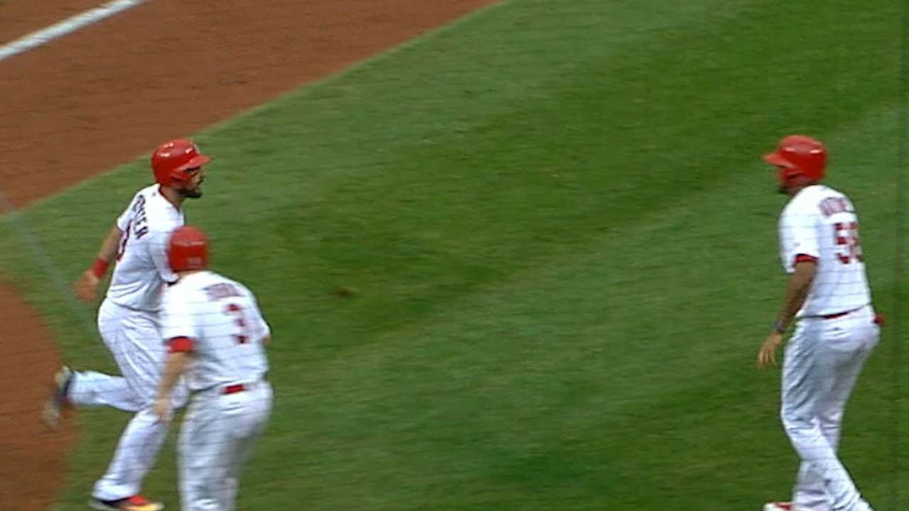 Carpenter 3 HRs, 2 doubles and exits, Cards hammer Cubs 18-5