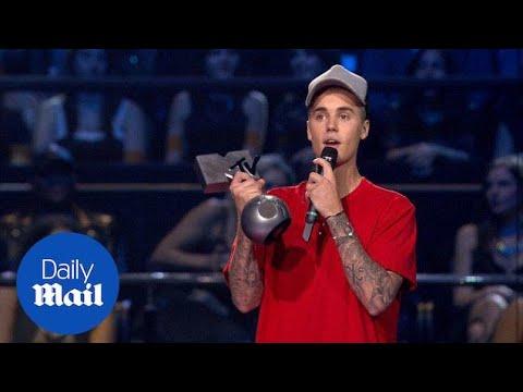 Justin Bieber 'shaking' picking up MTV EMA award - Daily Mail