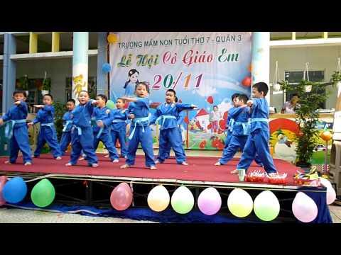 Biểu diễn võ thuật mừng 20-11 của lớp võ trường Mầm non Tuổi Thơ 7 Q3 ( 2011)