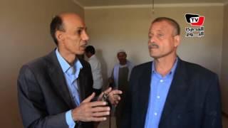 «المصري اليوم» تشارك ناظر محطة سمالوط في استلام شقة «السيسي»