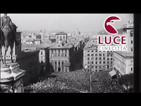 Imponente manifestazione di Mussolini a piazza Venezia per il XIII annuale della rivoluzione