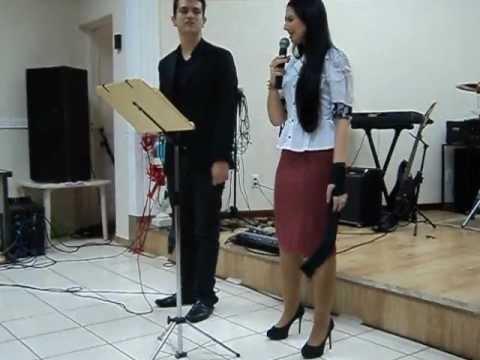 Lydia Moisés e João Célio cantando