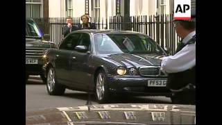 Blair leaves No 10, arrives at Palace to tender resignation to Queen