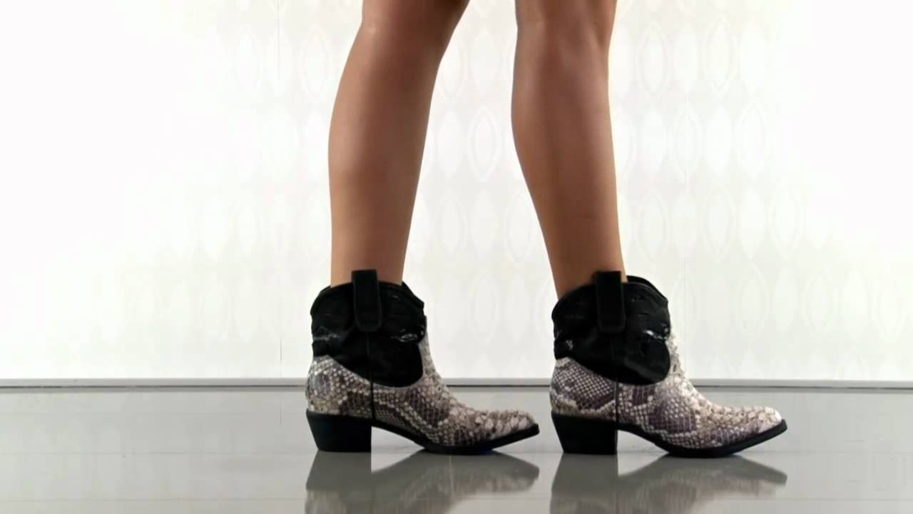 9919b0b3ee97e Stevie Roccia in Black Sam Edelman - YouTube