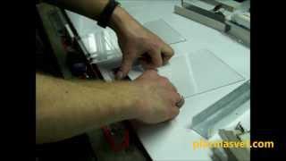 Термогибка изделий из оргстекла. POS-материалы(Компания «Плазмасвет» предлагает изготовление объемных карманов из пластика как стандартных размеров,..., 2013-11-29T07:20:50.000Z)