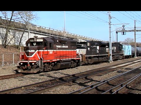 [HD] A Busy Morning on the Providence & Worcester Railroad in Valley Falls, RI 4/18/16