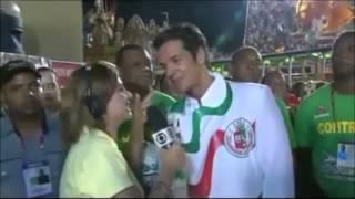 Repórter assanhada entrevista ator da Globo no carnaval 2012