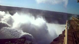 impresionante apertura de compuertas represa de itaipu