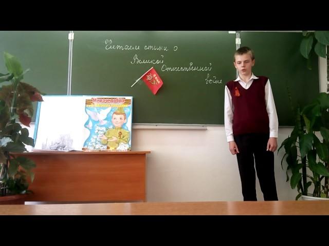 Изображение предпросмотра прочтения – ДаниилГуля читает произведение «С.Одинокая Фотография» Ю.В.Бондарева