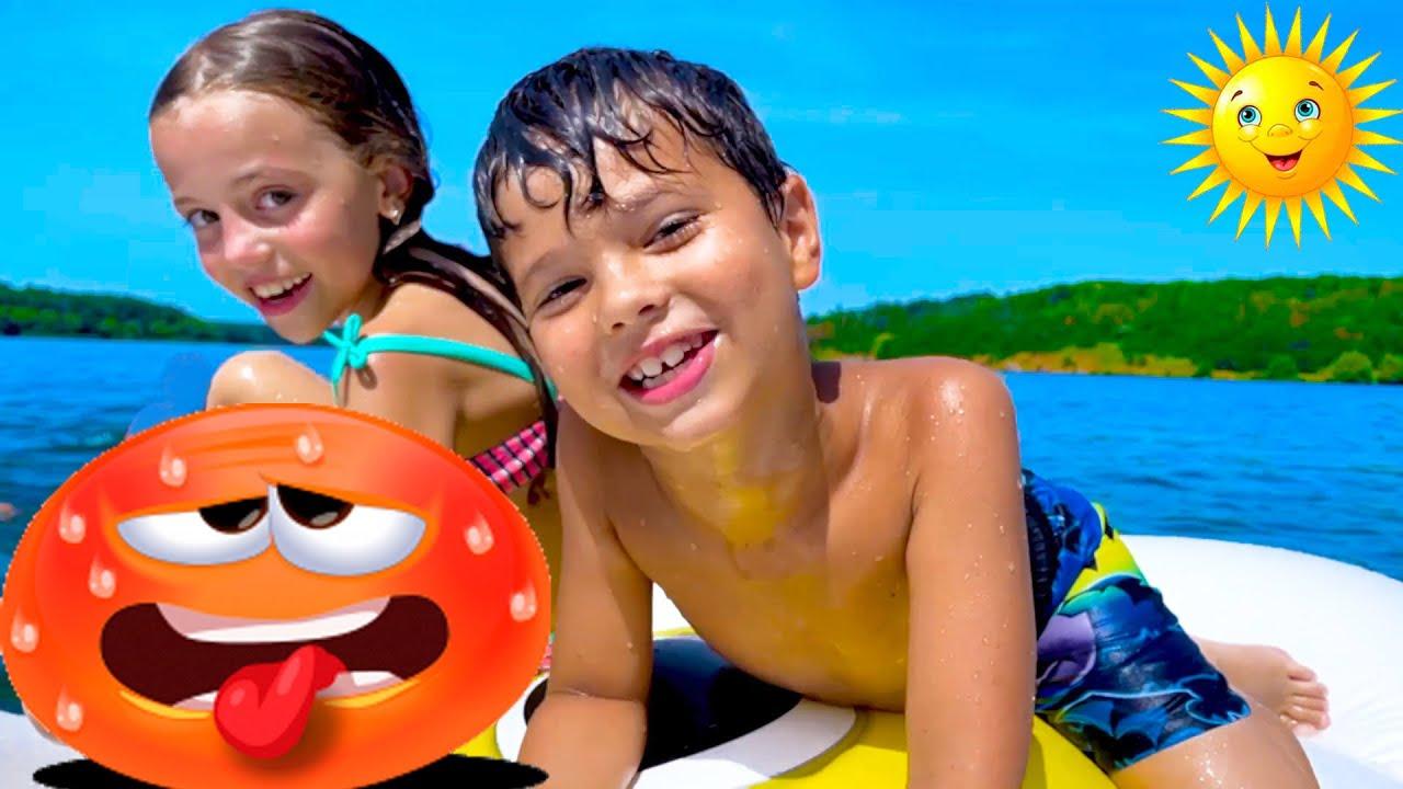 Дети купаются и едят МАРШМЭЛЛОУ на Пляже | children eat marshmallow on the beach |