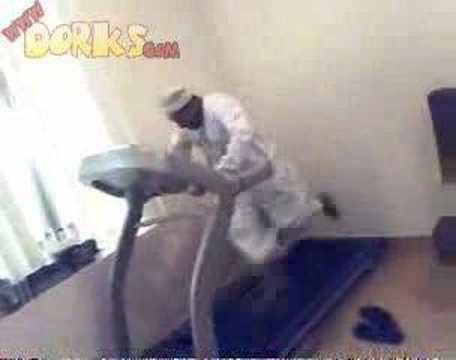 Funny Arab Guy On Treadmill
