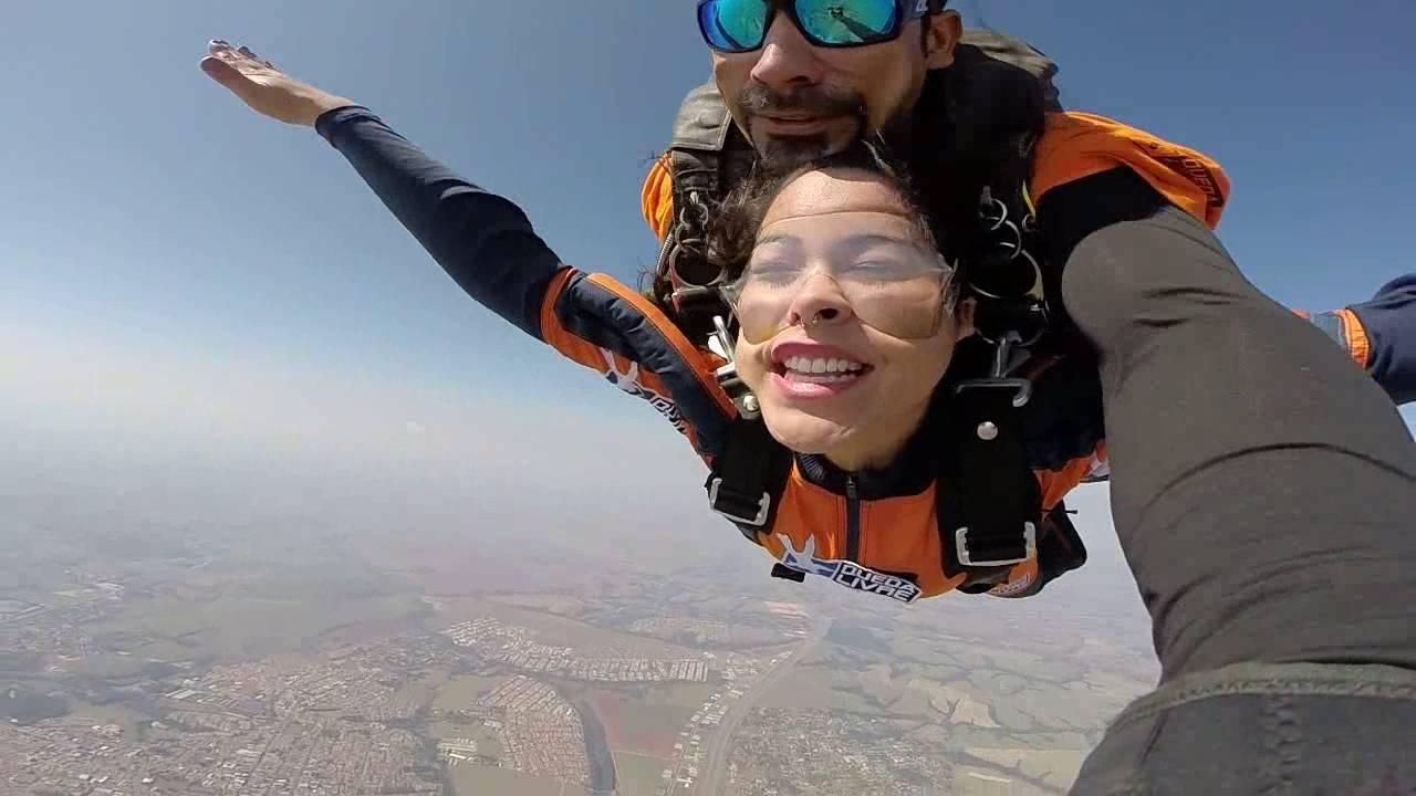 Salto de Paraqueda da Monique na Queda Livre Paraquedismo 31 07 2016