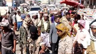 محافظ ابين يتفقد السوق المركزي بعاصمة المحافظة زنجبار ويستمع لهموم ومشكلات المواطنين