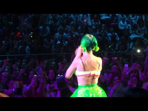 Katy Perry - Teenage Dream with peacock intro - Prismatic World Tour Sydney 12/12/14