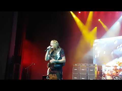 Sebastian Bach live in Singapore - In a darkened room
