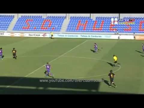 cau thu tre U18 Barca ghi bàn đẹp mắt tu giữa sân
