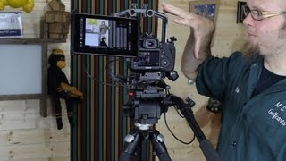 Nexus 7 tablet mount option for your DSLR RIG - DSLR FILM NOOB(http://www.dslrfilmnoob.com/2012/08/13/nexus-7-mounting-bracket-dslr-rig/ I demonstrated the Nexus 7 tablet used as a DSLR controller and monitor a couple ..., 2012-08-14T03:20:51.000Z)