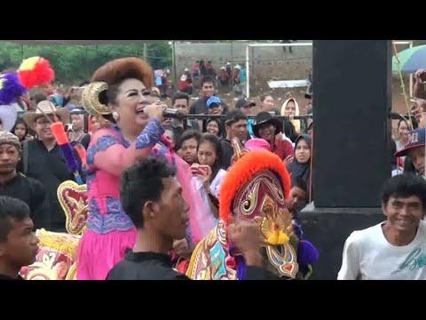 SUPER UNIK ARTIS NYANYI DIATAS KUDA RENGGONG - artist singing on a horse