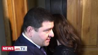 Արտակ Սարգսյանը ճողոպրում է լրագրողներից