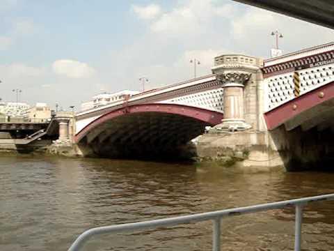Travelling along Thames River