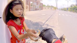 Video Buying water for a poor girl in Nha Trang. Vietnam. download MP3, 3GP, MP4, WEBM, AVI, FLV Oktober 2018