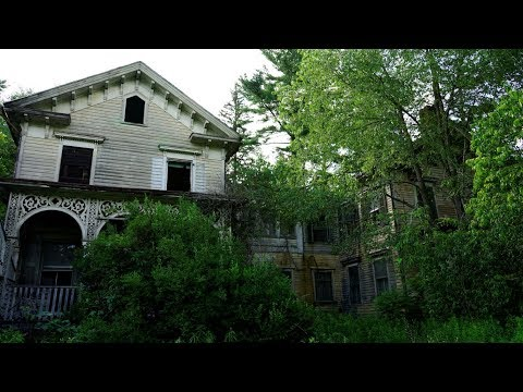 #108 Abandoned Victorian era Mansion with EVERYTHING LEFT BE