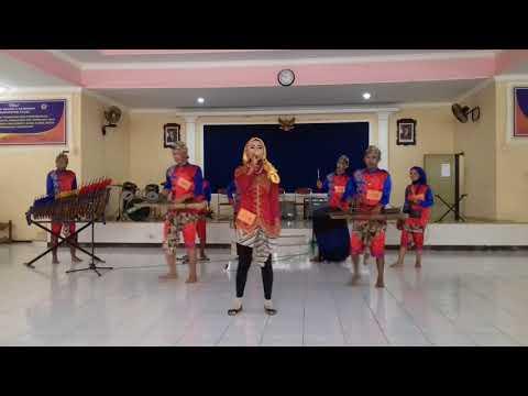 Kimcil Kepolen - Versi Angklung (UP SMIK 18)