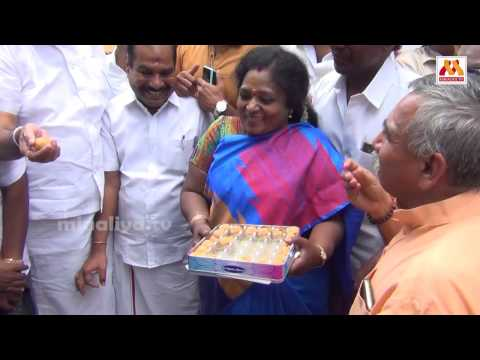 Tamilisai Soundararajan Celebrating the victory of BJP 11.3.2017