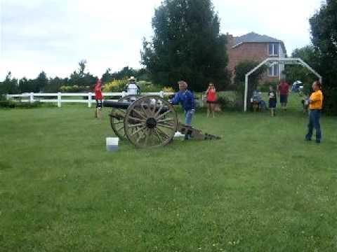 Schmiedeler Civil War Cannon fired - July 4th, 2009 (no audio, dang)