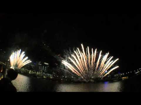 CHRISTMAS FIREWORKS IN AUSTRALIA SOUTH BANK (BRISBANE)