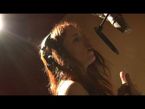 Dawn Cantwell sings