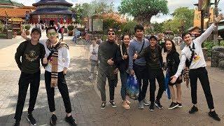 Hoài Linh bất ngờ ăn mặc trẻ trung, hiếm hoi đi du lịch cùng Dương Triệu Vũ sau 20 năm