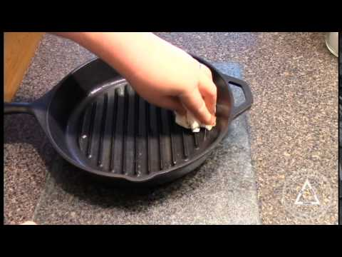 strip and reseason lodge cast iron cookware the easy way youtube. Black Bedroom Furniture Sets. Home Design Ideas