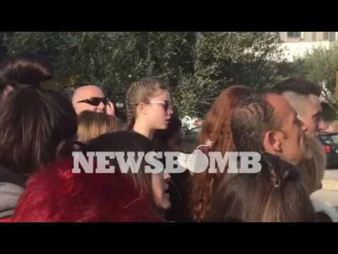 newsbomb.gr: Χειροκροτήματα στη μνήμη του Παντελή Παντελίδη