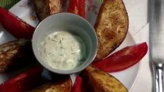 Запечённый картофель с соусом
