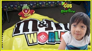 Giant M&M Candy visits Kid for Halloween and Learn Colors with Ryan