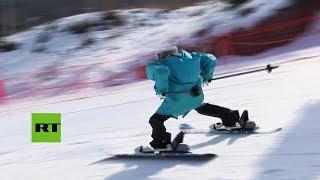 Robots esquiadores exhiben sus destrezas en una pista de los JJ.OO. de Pyeongchang