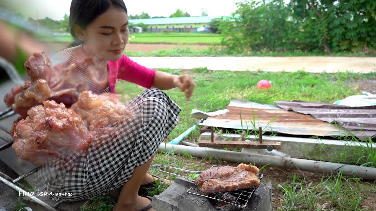 ย่างเนื้อติดมัน makes steak Thai isan food @ฮักอีสาน บ้านเฮา Hug isan ban hao